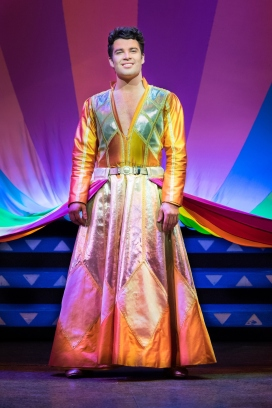 3)Joe McElderry in Joseph and the Amazing Technicolor Dreamcoat (c)Mark Yeoman.