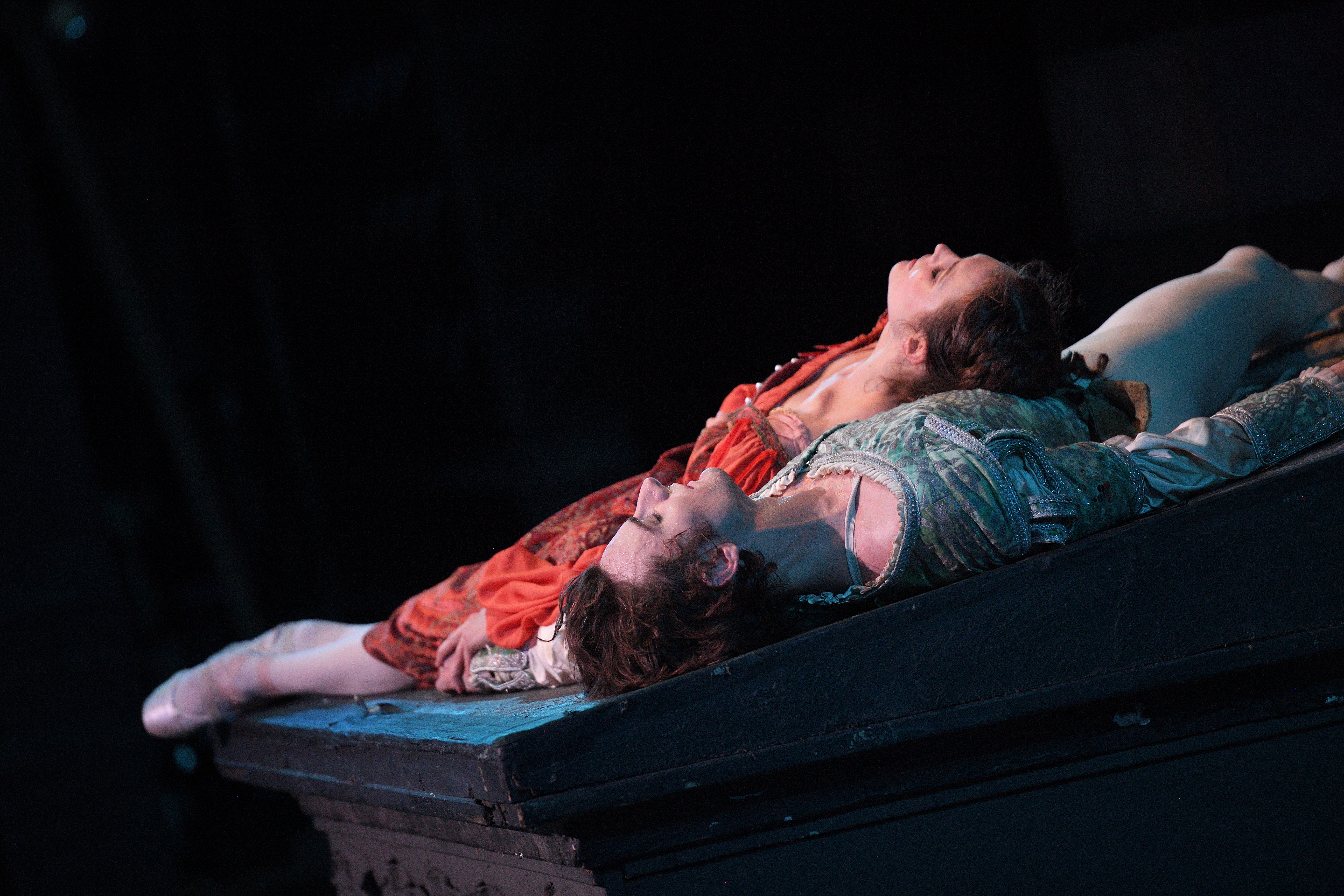 English National Ballet, Jurgita Dronina and Aaron Robison in Romeo & Juliet (C) Laurent Liotardo (7)
