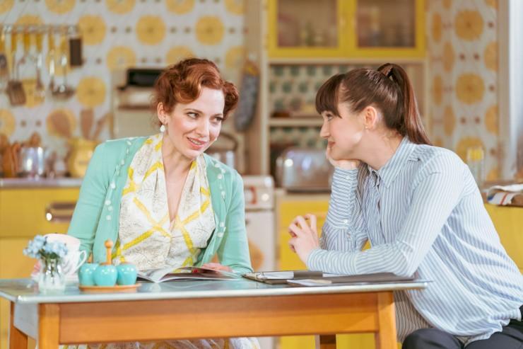 Home, I'm Darling - Katherine Parkinson (Judy), Sara Gregory (Alex) - Credit Manuel Harlan