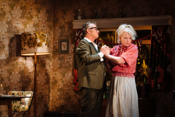 The Entertainer - Shane Richie and Sara Crowe (Archie and Phoebe Rice)